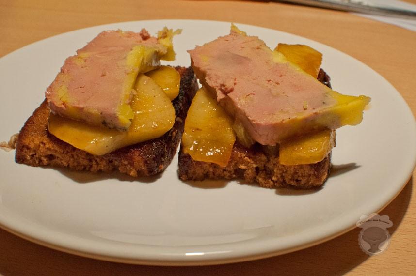 pain d'épices, foie gras, miel et poires