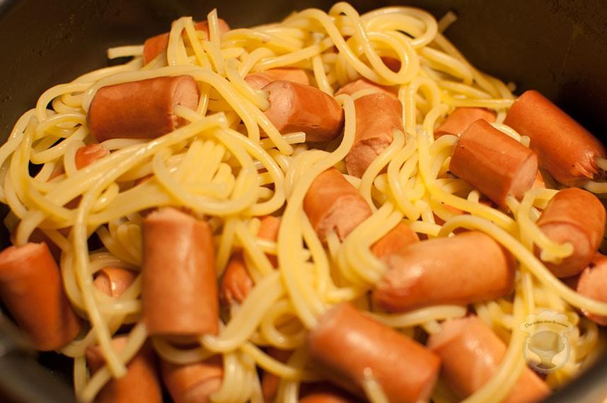 spaghettis aux saucisses type Knackis