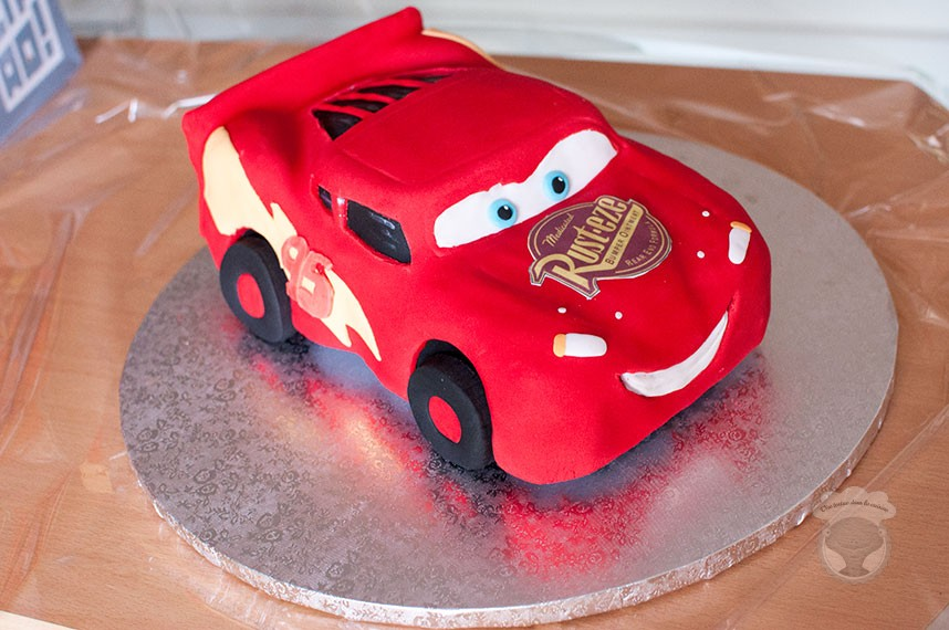 gateau sculpte flash mcqueen