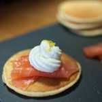 Saumon fumé sur blinis et sa chantilly au citron